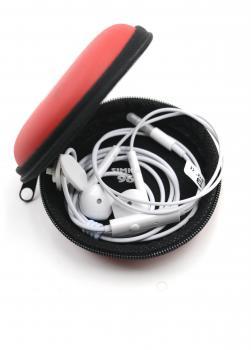 Наушники BYZ- SE825 в чехле вакуумные с микрофоном